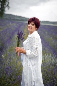 라벤더 밭에 수석 여자