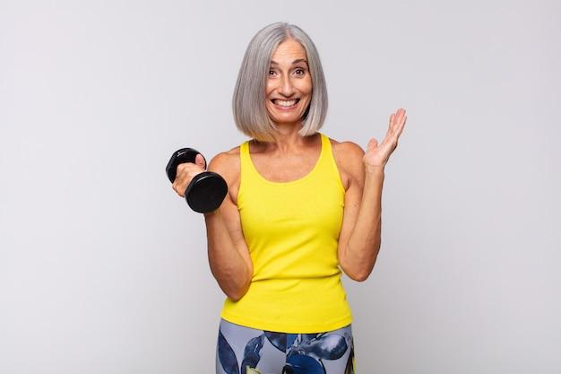 年配の女性のスポーツの概念