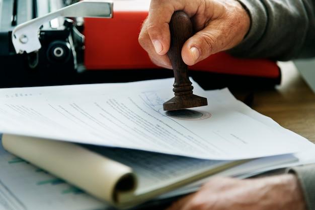Концепция контракта с фирмой senoir adult stamp