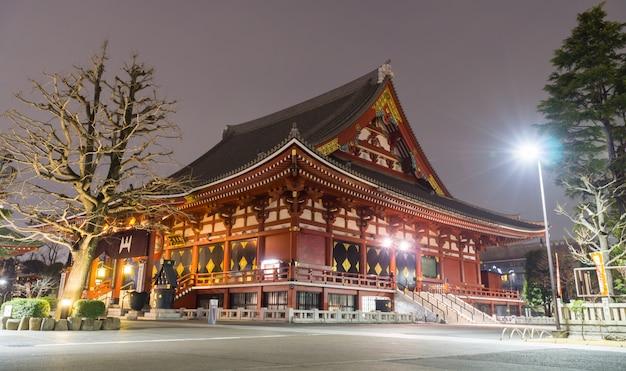 Храм сэнсодзи или храм красного света (храм асакуса каннон) является одним из крупнейших храмов. один из старейших и самых популярных храмов в токио.