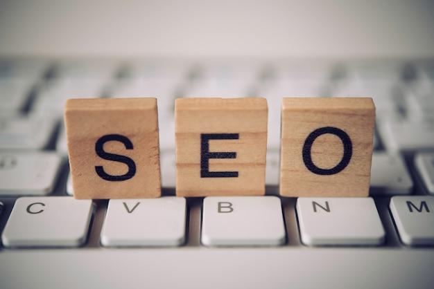 Слова «seo» на клавиатуре - концепция поисковой оптимизации