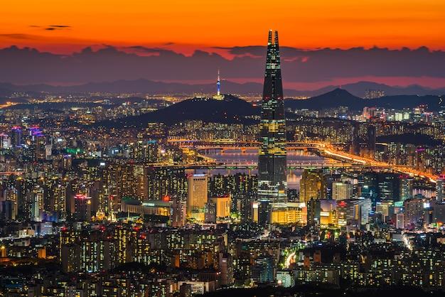 Seoul city skyline, downtown view of south korea. Premium Photo