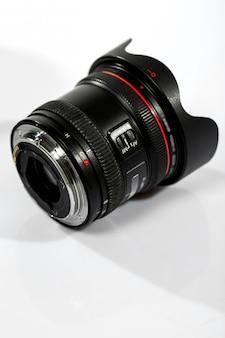 Отдельный объектив камеры на столе