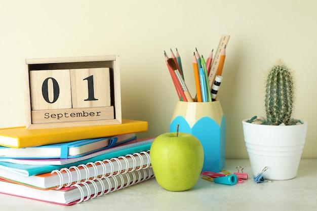 1 сентября концепция на белом текстурированном столе