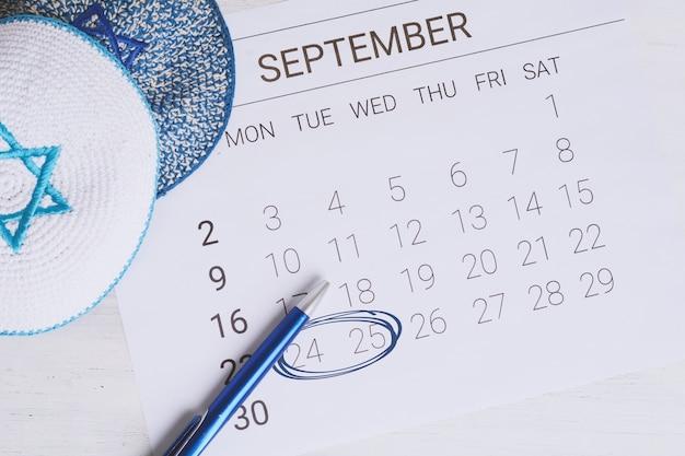 Сентябрьский календарь с киппами