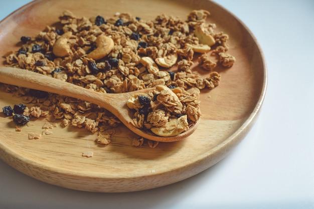 木の板に穀物スポットフォーカスとクローズアップビュー