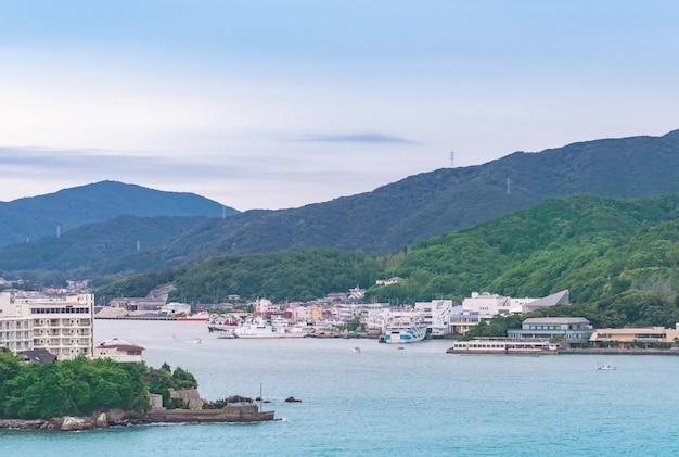 Serene clam ocean sky of toba islands group in kansai japan Premium Photo
