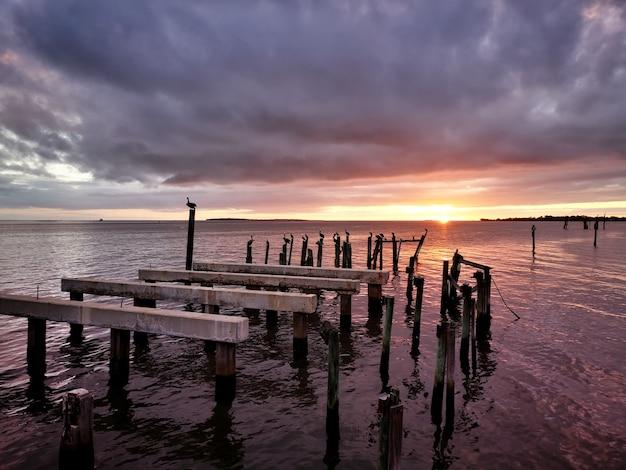 シーダーキーフロリダの穏やかな夕日