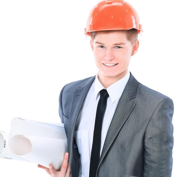 Серьезный архитектор человек, стоящий на белом фоне