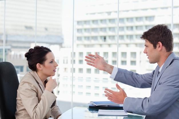 Серьезные переговоры бизнес-команды