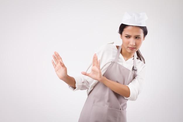 深刻なストレスの悲しい不幸なアジアの女性家事労働者は停止停止手サインでノーと言っています