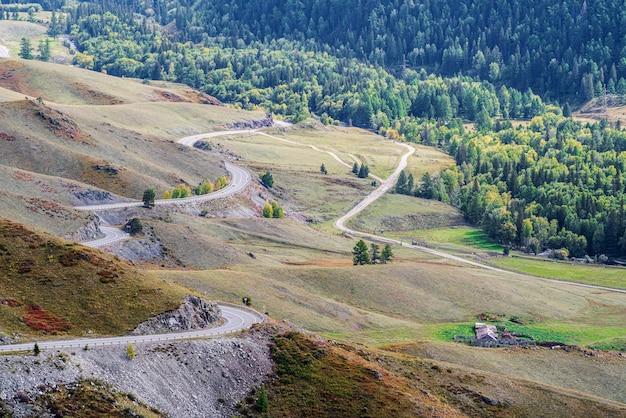 구불구불한 산악 도로, 러시아 알타이 산맥 chiketaman 패스에서 chuysky 트랙의 전망