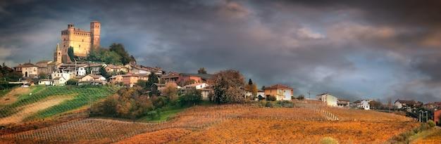 Серралунга д'альба, деревня в винодельческом регионе бароло, ланге, пьемонт, италия