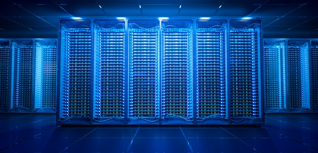 Серверная комната в синем дата-центре