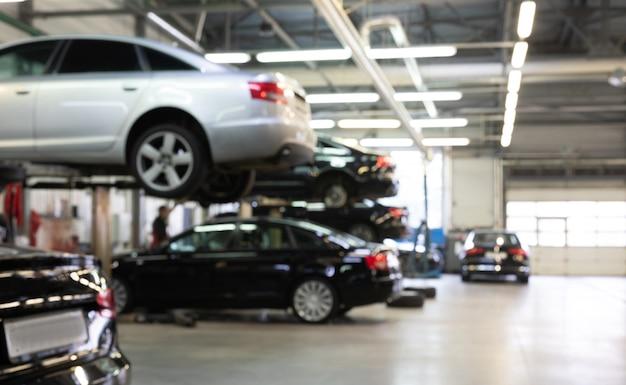 흐림 효과가 있는 중역 자동차 사진 서비스를 위한 서비스 스테이션