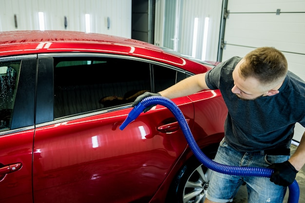 Service worker makes automatic drying of the car after washing.