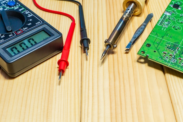 Услуги по производству электроники и ремонту