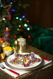 Сервировка рождественского стола в номер