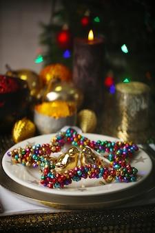 방에 크리스마스 테이블 서빙