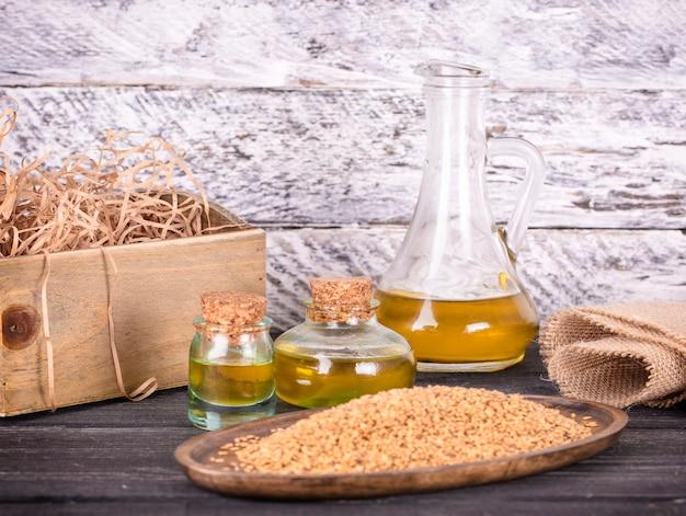 ガラスのごま油と木造の種子