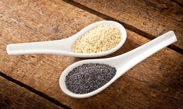 Sesame seeds and poppy seeds