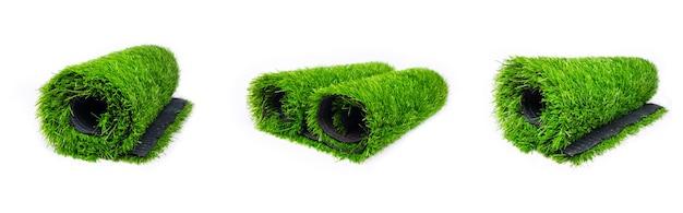 흰색 배경 그림에 격리된 녹색 잔디의 인조 잔디 롤을 설정합니다.