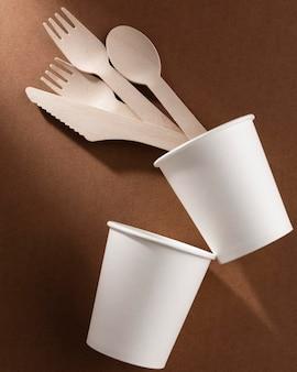 Set di posate in cartone bio in tazze