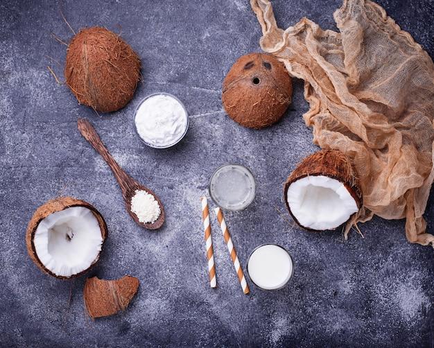 Set of coconut milk, water, oil and shavings.