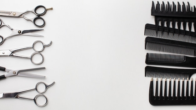 Set of combs and scissors Free Photo