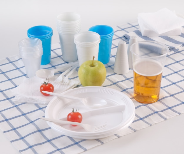Set of disposable dishes