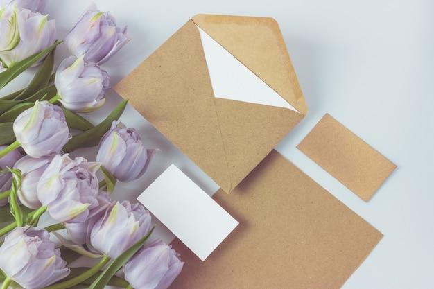 꽃집 또는 꽃집 사업의 브랜드 프레젠테이션을 위해 설정합니다.