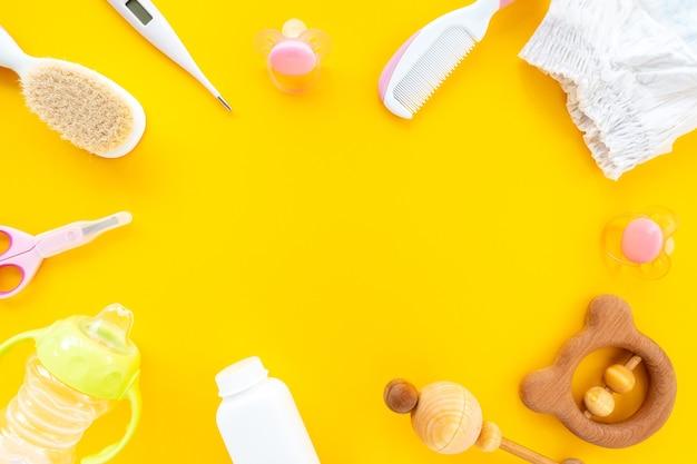 노란색 배경, 평면도, 평면 누워, 복사 공간에 어린이 위생을위한 설정