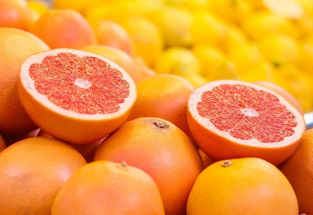 レモンオレンジグレープフルーツなどのビタミンcで果物を設定します