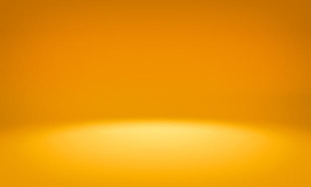 Установите световую фотостудию, чистый желтый фон.