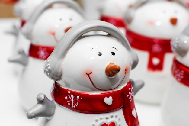 Set of mugs in the form of snowmen.