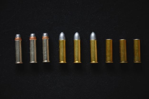 0.38リボルバー拳銃の弾丸のセット Premium写真
