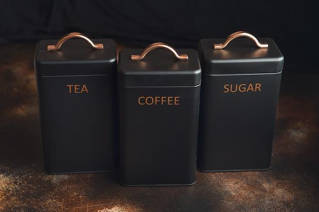 お茶、コーヒー、砂糖を入れるための3つの貯蔵缶のセット。
