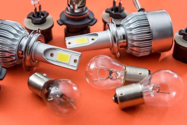 分離された自動車用電球のセット。車のライトランプ技術。修理のための機器