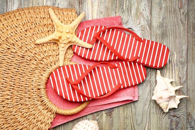 木製のビーチアクセサリーのセット