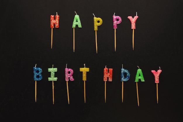 テキスト付きの誕生日キャンドルのセット:お誕生日おめでとう