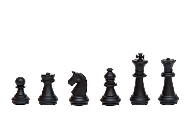 白で隔離される黒いチェスの駒のセット。チェスの駒のテーブルゲーム Premium写真