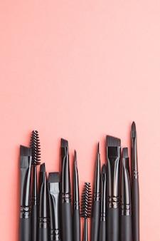 Набор черных кистей для бровей. кожаный чехол с кистями для макияжа.