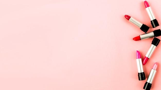 明るい口紅のセット