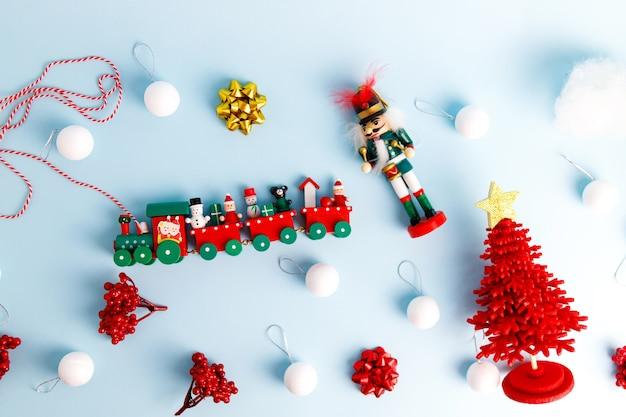 호두 까기 인형, 장난감 기차와 공 크리스마스 장식 세트