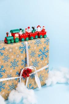 크리스마스 세트는 축제 장식과 장식으로 제공합니다.