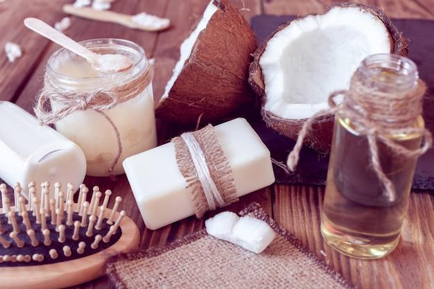 Набор кокосовых изделий для ухода за волосами и телом