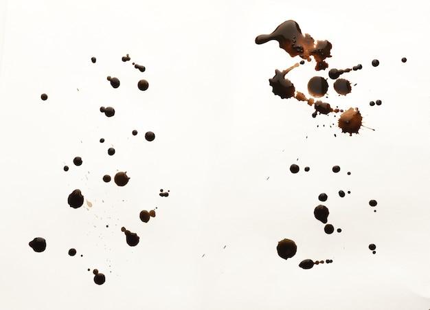 白い背景で隔離のコーヒースプラッシュのセットです。グランジデザインの茶色の斑点のコレクション