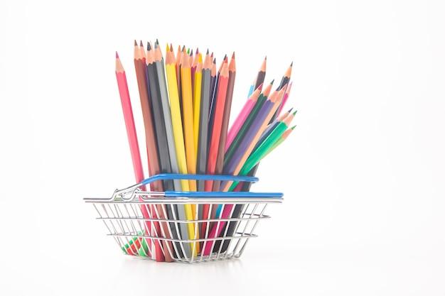 시장 바구니에 그리기위한 색연필 세트.