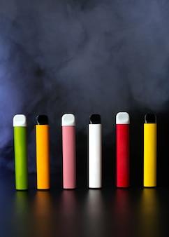 カラフルな使い捨て電子タバコのセット
