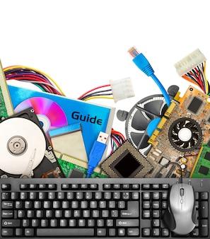 Комплект компьютерного оборудования. изолированные на белом